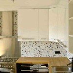 Moderne keuken met mozaïektegeltjes