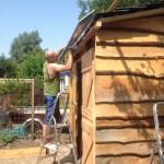 Gemaakt van lariks planken, dak bedekt met leien dakpannen