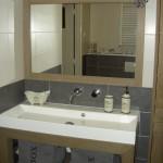 Badkamermeubel met bijpassende spiegel